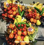 Breed assortiment fruit op kantoor