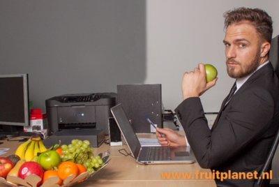 fruitkrat op kantoor