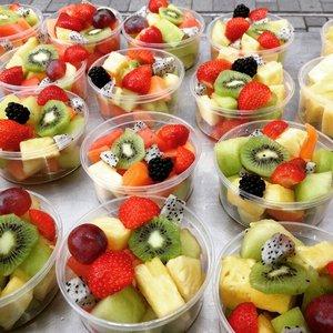 Vers gesneden fruitbakjes